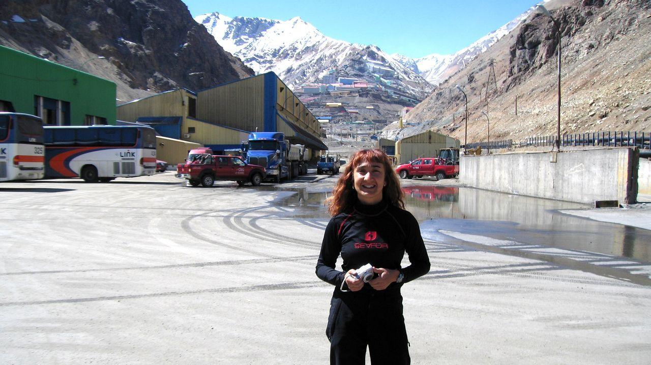 María Mercedes Fuertes, especialista en mineralogía, en una mina a cielo abierto en Chile