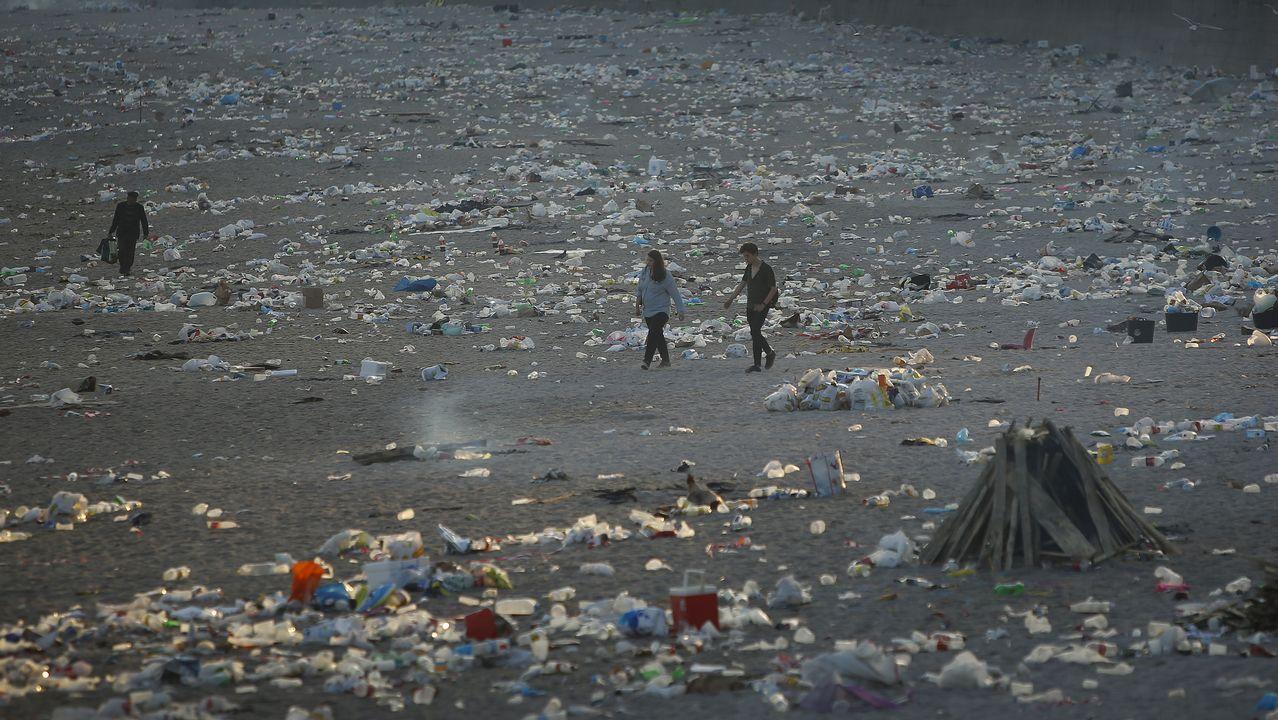 Así amanecieron las playas coruñesas tras la noche de San Xoán