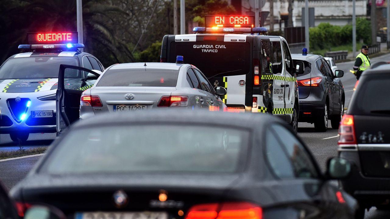 agredido.Imagen de un control policial en el puente de A Pasaxe