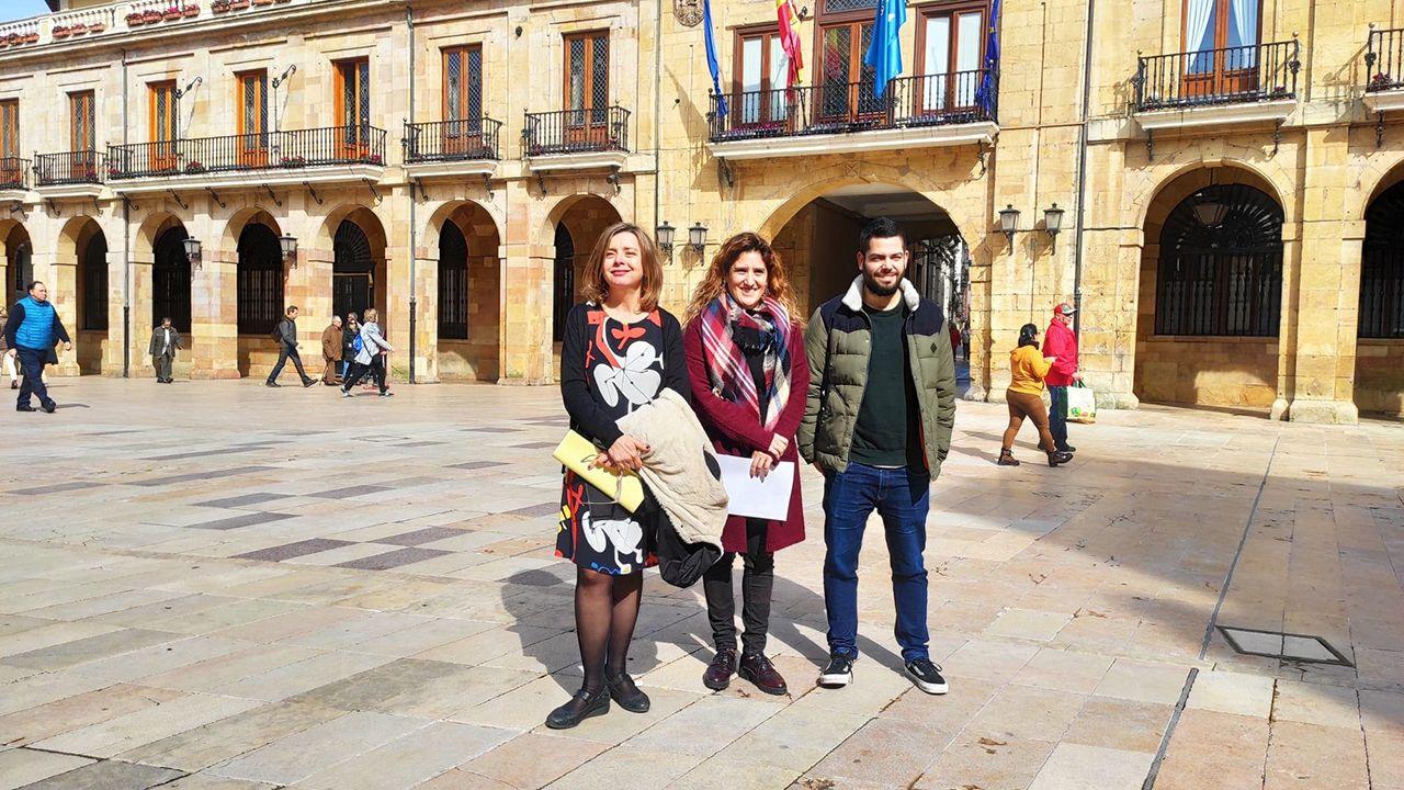 Los concejales de Somos Oviedo Ana Taboada, Anabel Santiago y Rubén Rosón.