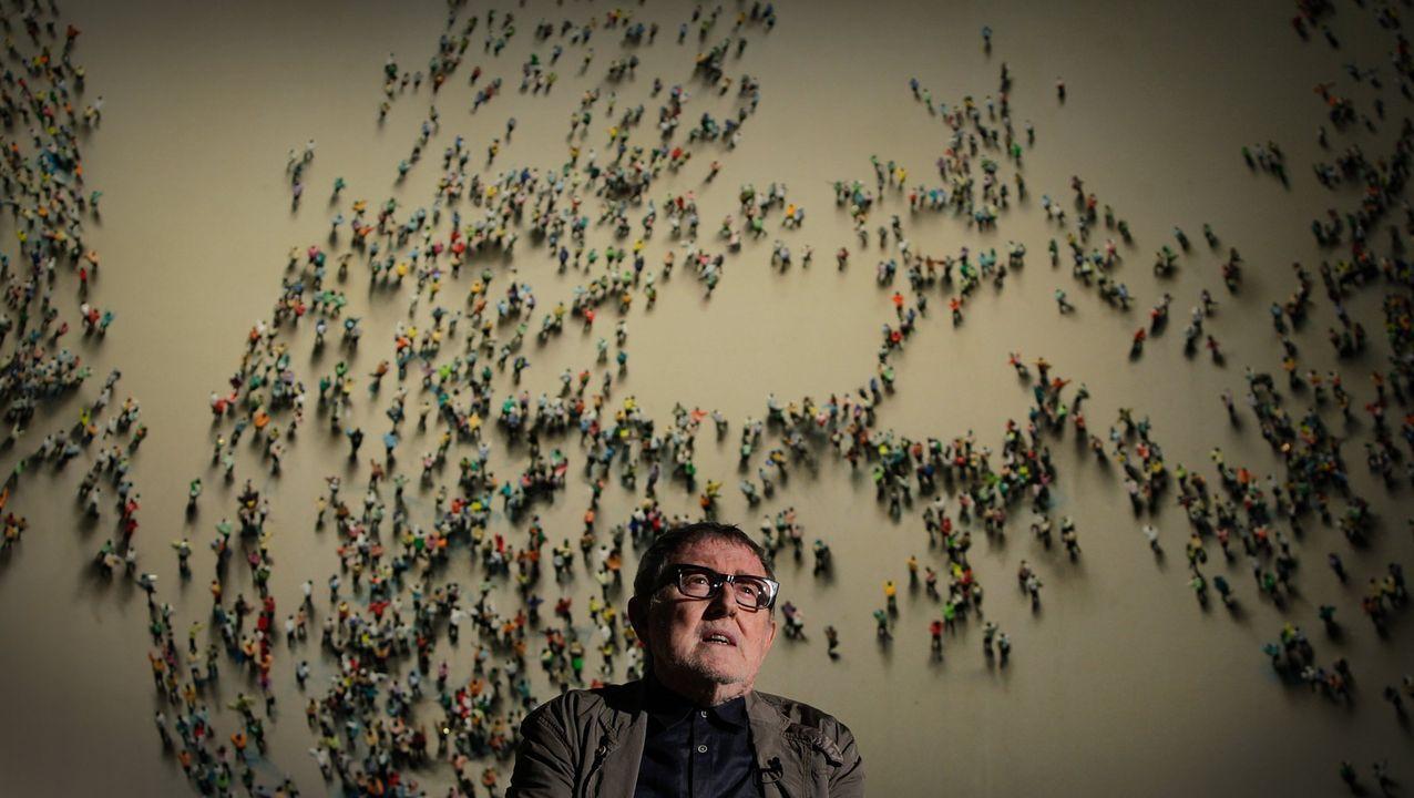 Genovés, ante una de sus obras en una exposición en el 2015 en el MAC de A Coruña