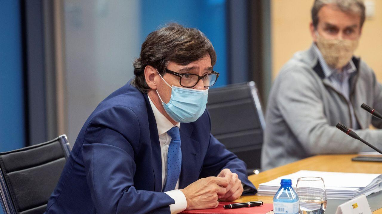 Illa visita el Hospital Álvaro Cunqueiro.Salvador Illa y Fernando Simón asisten a una reunión del Grupo Covid-19, este martes en la sede de la Comunidad de Madrid