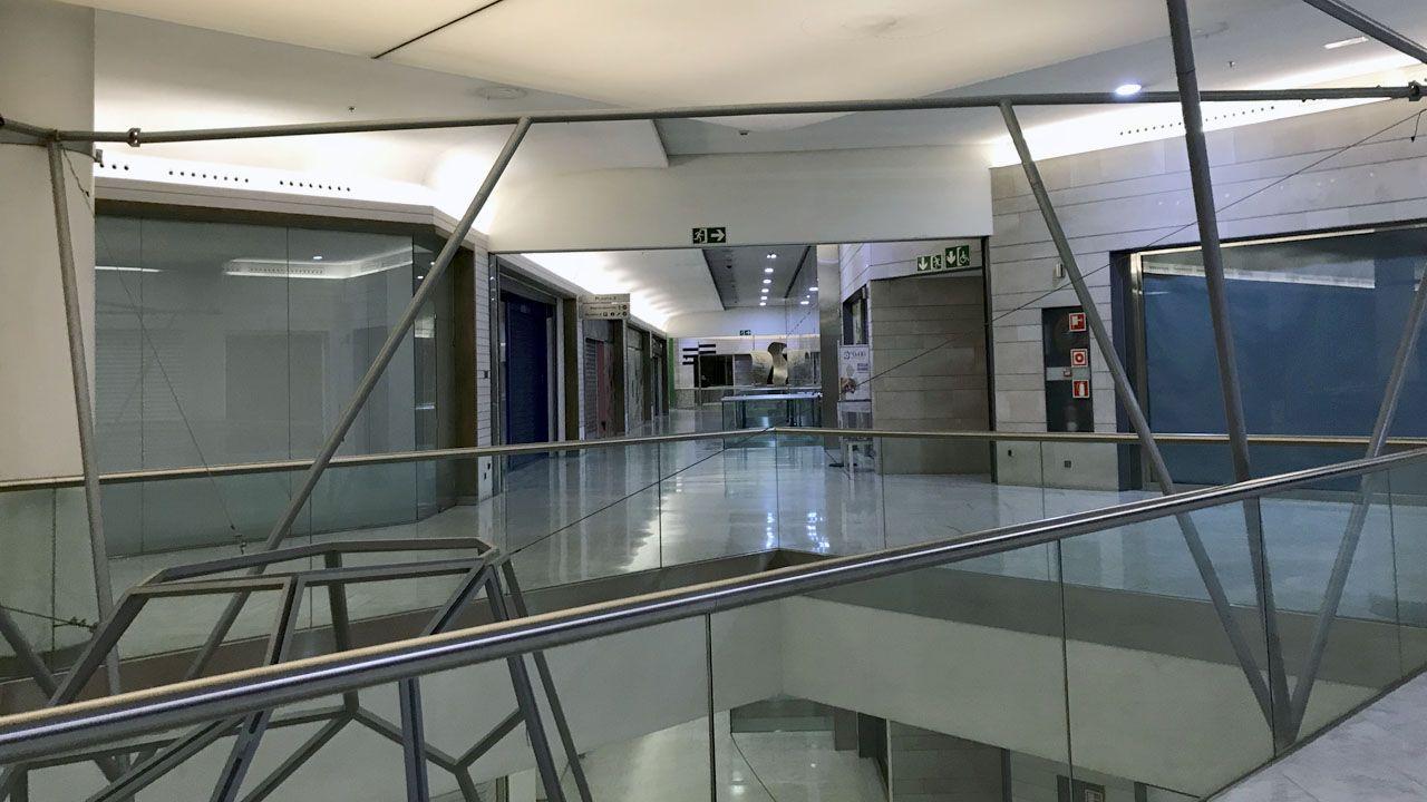 Fallece el eterno galán del teatro, Arturo Fernández.Interior del centro comercial Modoo, en el Calatrava