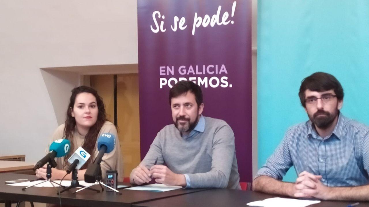 Mitin en A Coruña en el año 2015 que por aquel entonces reunía a Antón Sánchez, Antón Gómez Reino y Xulio Ferreiro