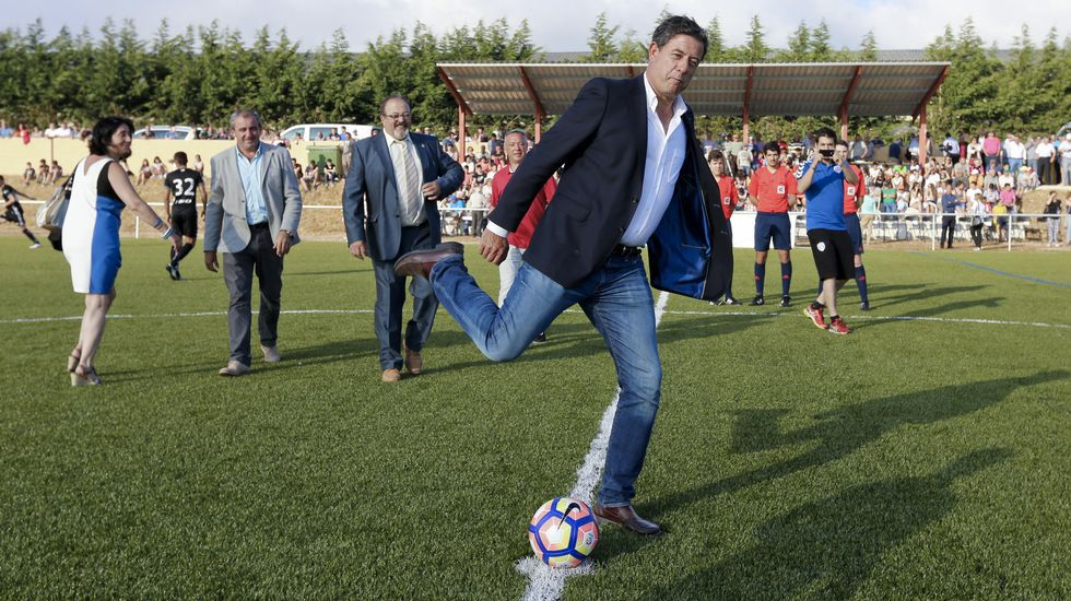 Gómez Besteiro inaugurasu campo de fútbol en A Fonsagrada