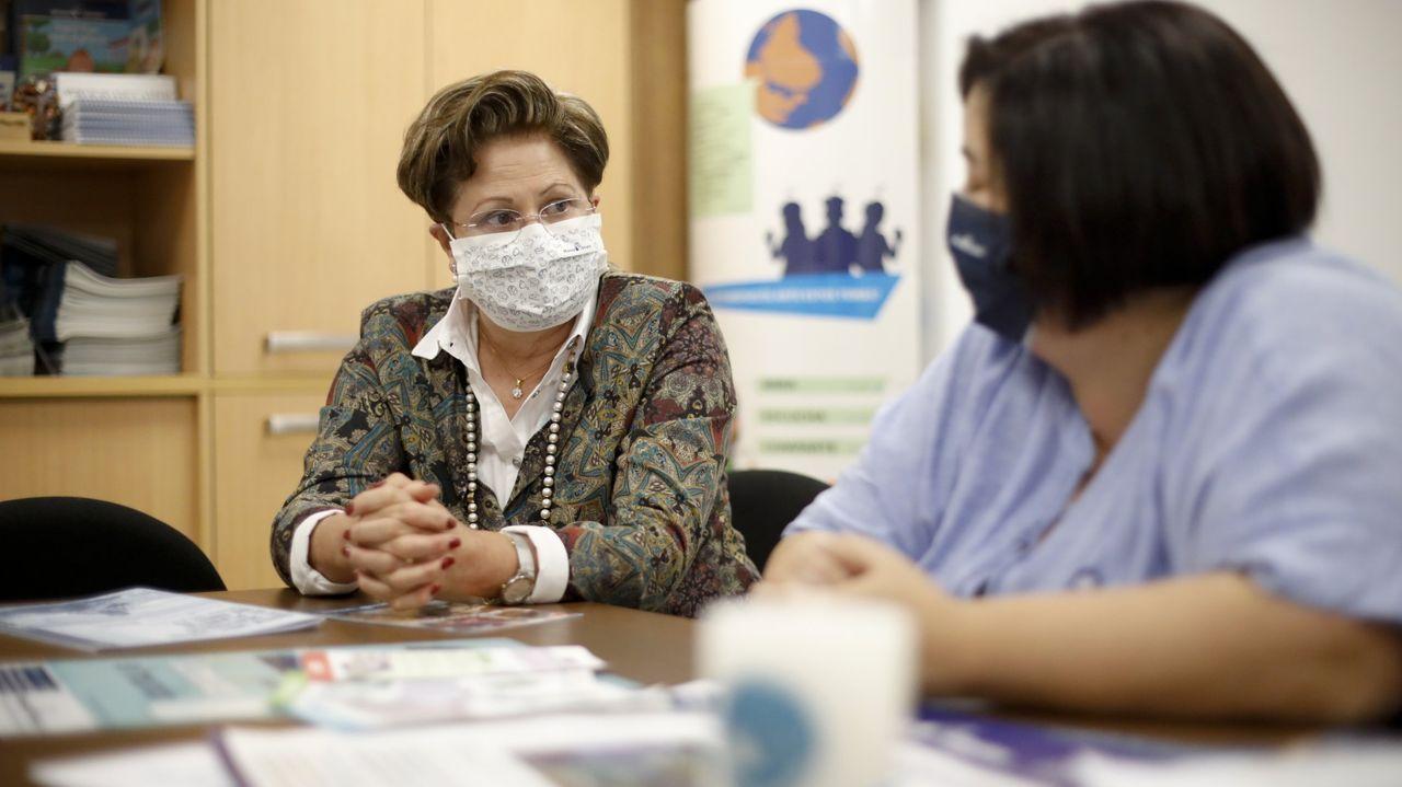 Las condiciones deplorables en las que se encuentran las vacas.La presidenta de la ONG en Lugo, Josefina Varela, y la secretaria, Ana Castro