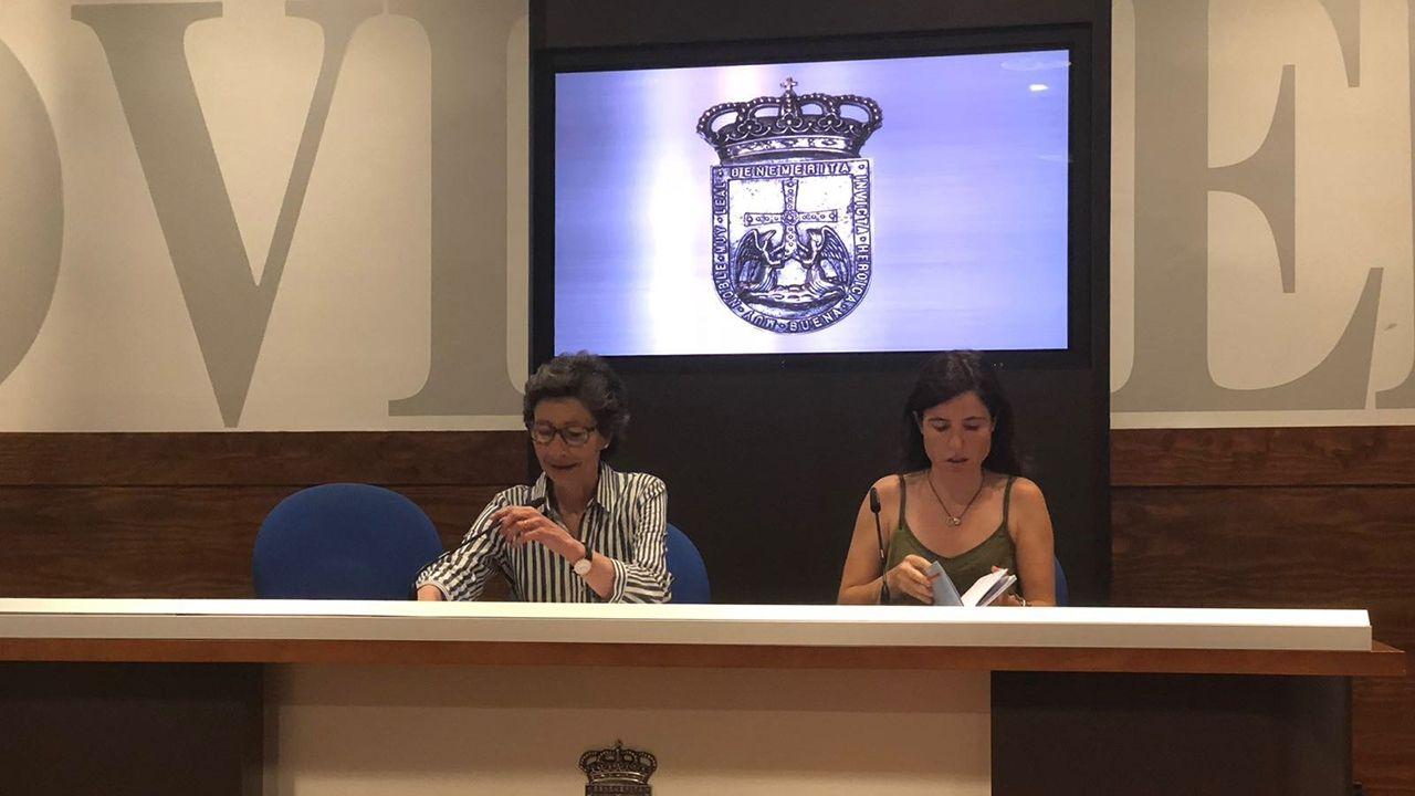 Envoltorios con 21 años aparecen en las playas asturianas.Presentación de la primera feria del libro de editoriales independientes en Oviedo