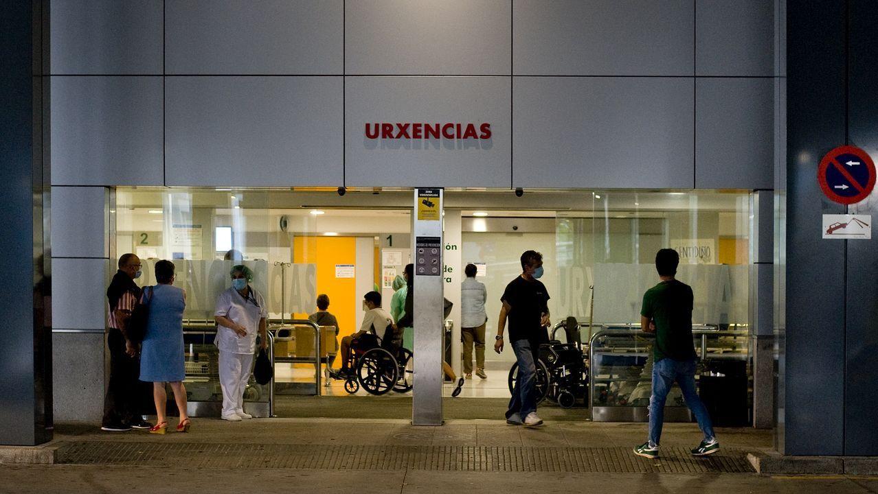 La falta de mascarilla, a pie de calle.Pruebas de PCR en el área sanitaria de A Coruña