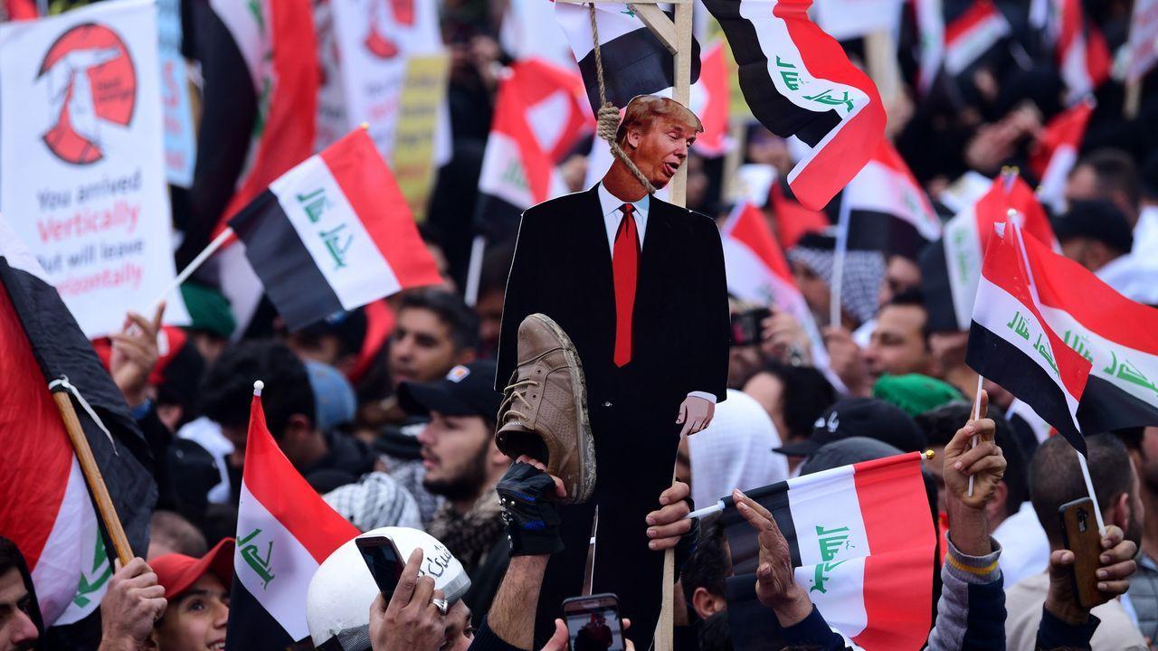 Algunos manifestantes quemaron imágenes de Trump o exhibieron fotos de él ahorcado