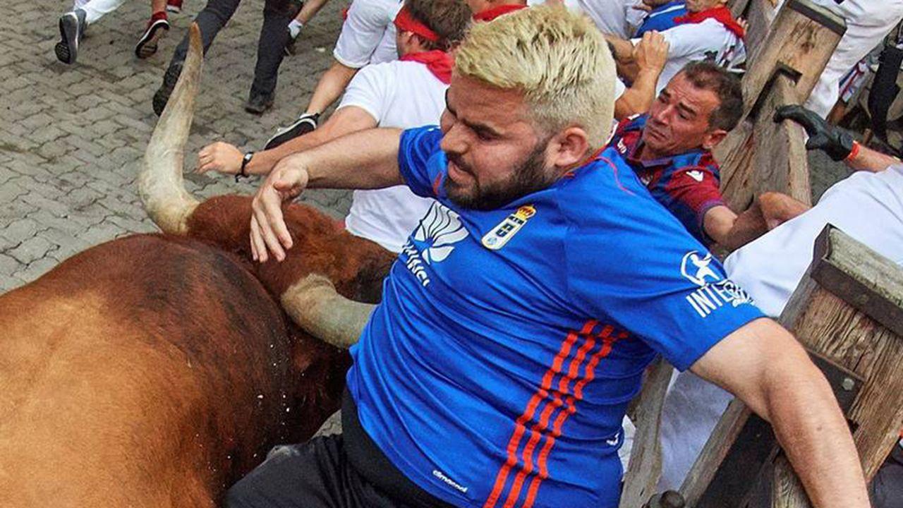 Gol Vetusta Tudelano.Cornada en San Fermín a un aficionado del Oviedo