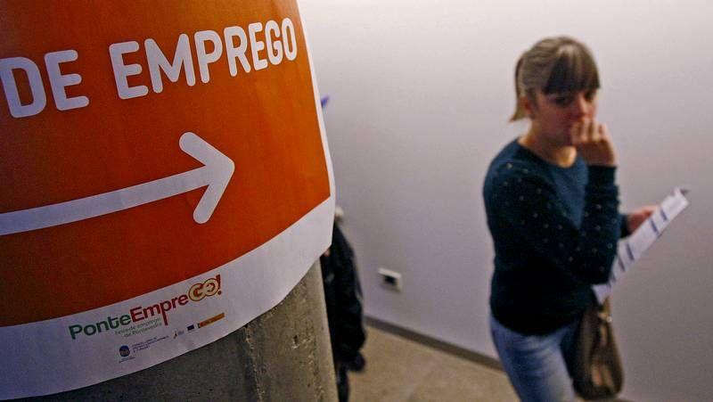 Inauguración de Ponteemprego.Diego Ameixeiras presentó Todo Ok; a la derecha, Víctor Ledo en la delegación de La Voz.