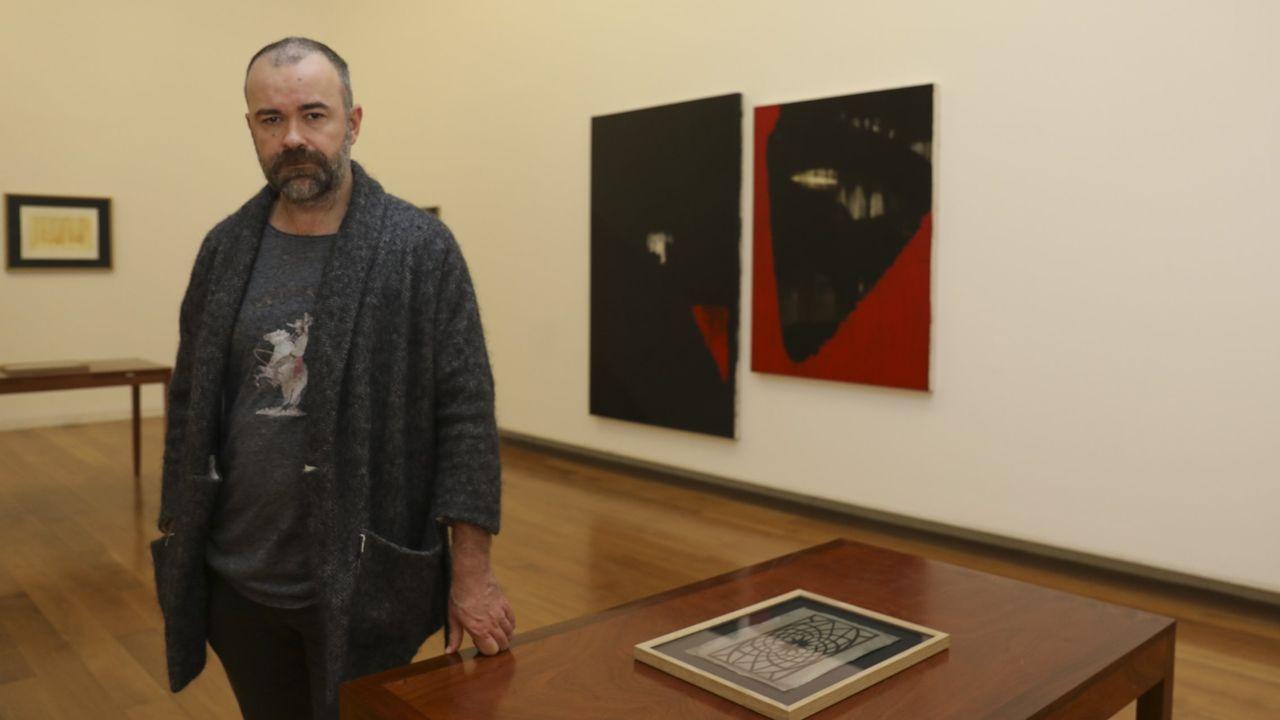 Juan Rivas realizando una de las obras de su proyecto «Pintura no lugar»