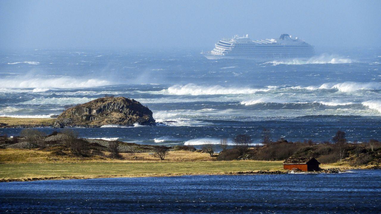 En la zona se registran olas de hasta ocho metros