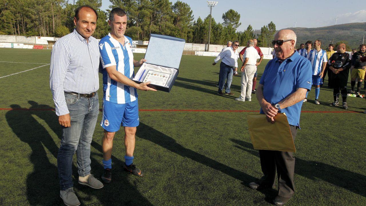 Catoira homenajea al exdeportivista Carlos Padín