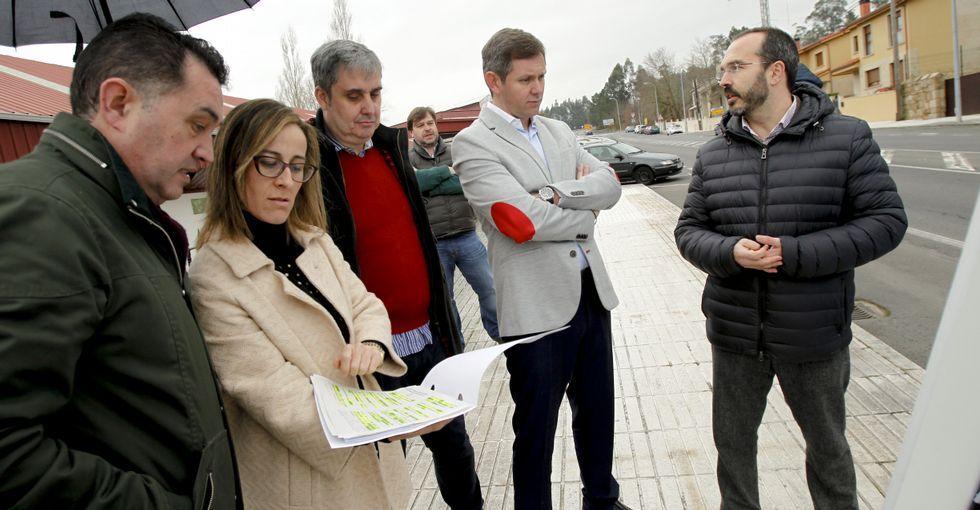 XV Congreso del PP de A Coruña.Ethel Vázquez (segunda por la izquierda) y Miñones (segundo por la derecha), ayer en Ames.