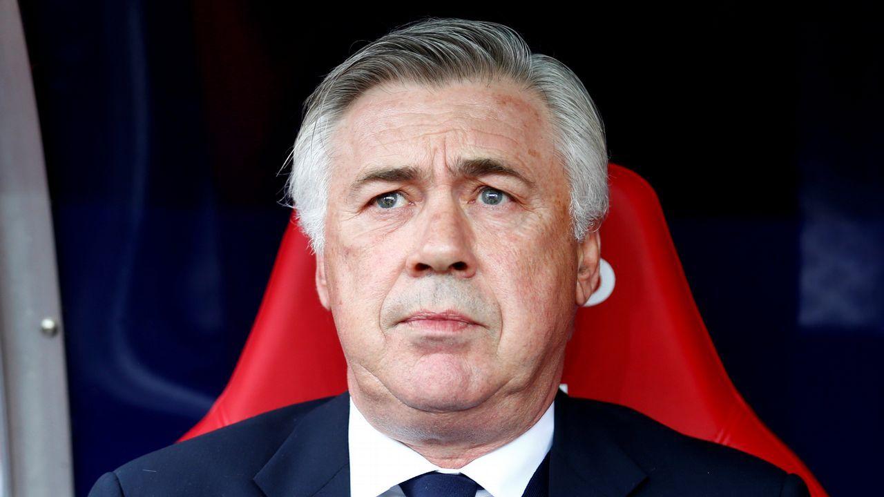 El Deportivo presenta a su nuevo entrenador.Alineaciones del Juventus - Real Madrid