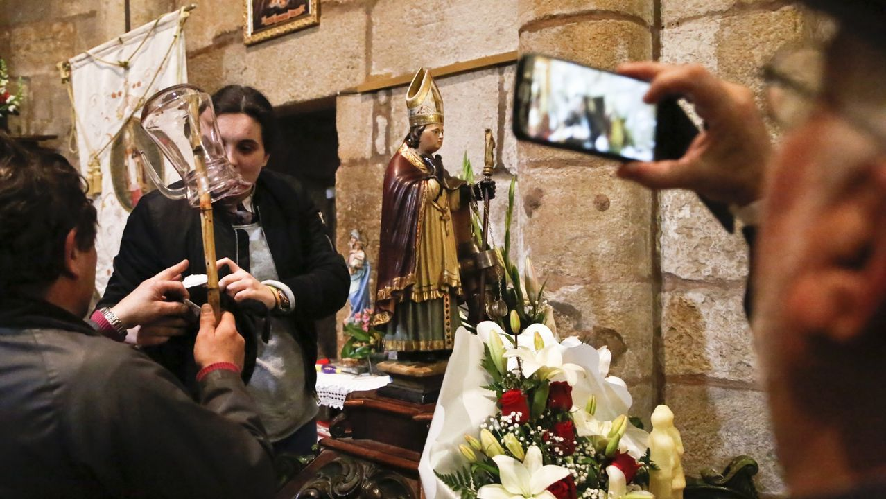 San Amaro abre la temporada de romerías de Vigo.Imagen de la última edición del Pasabodeghas, en la casa de Pepe da Pedreira