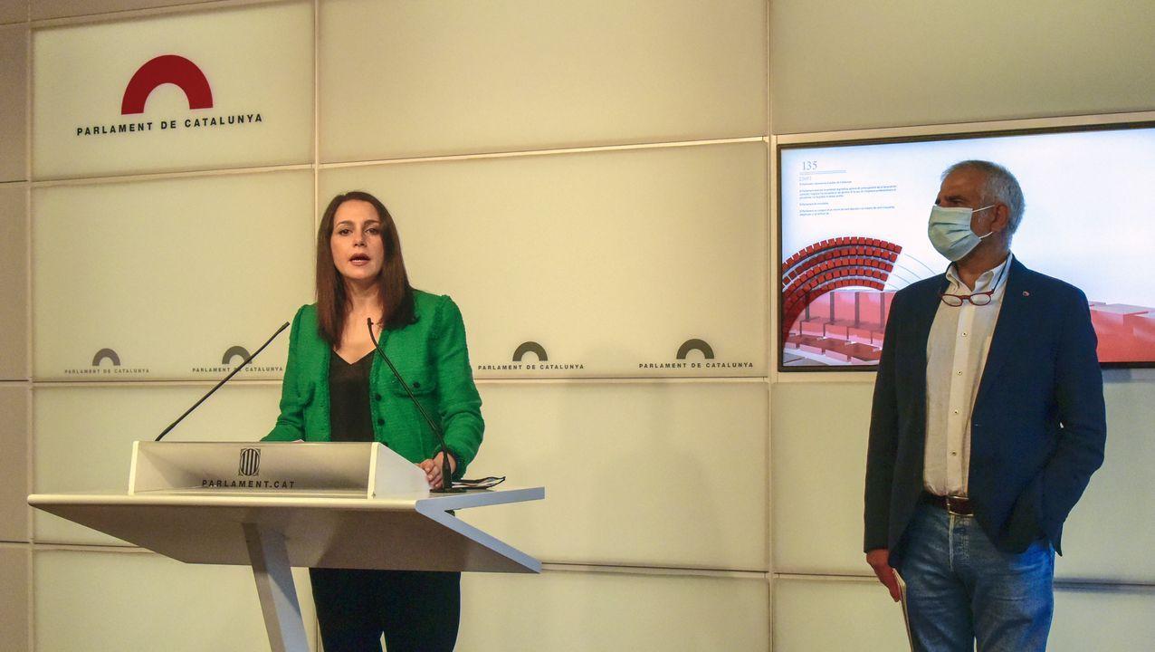 Inés Arrimadas y Carlos Carrizosa, este lunes en el Parlamento catalán