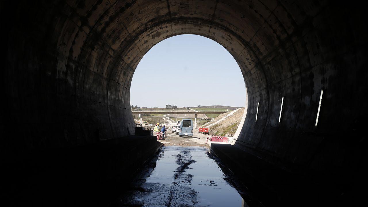 perro playa.El túnel de As Maceiras desde la estación de Urzáiz, desde donde partiría el subterráneo de la salida sur
