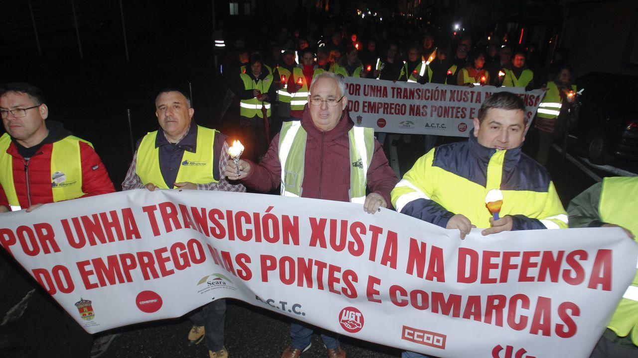 Protesta de vecinos de As Pontes para exigir que Endesa aclare el futuro de la central de carbón