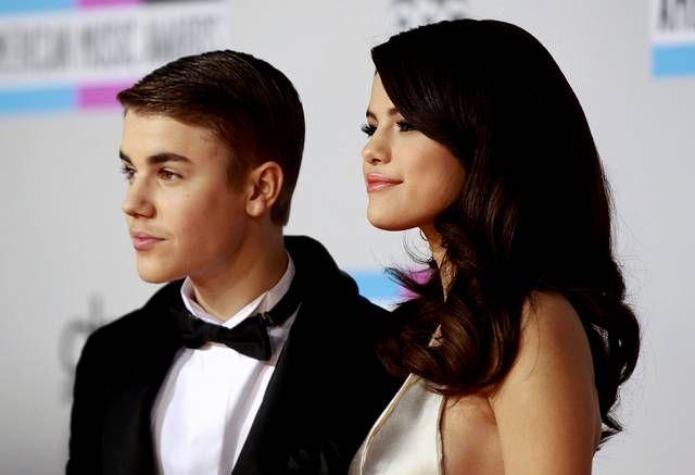La parela formada por Justin Bieber y Selena Gómez llega a la gala.
