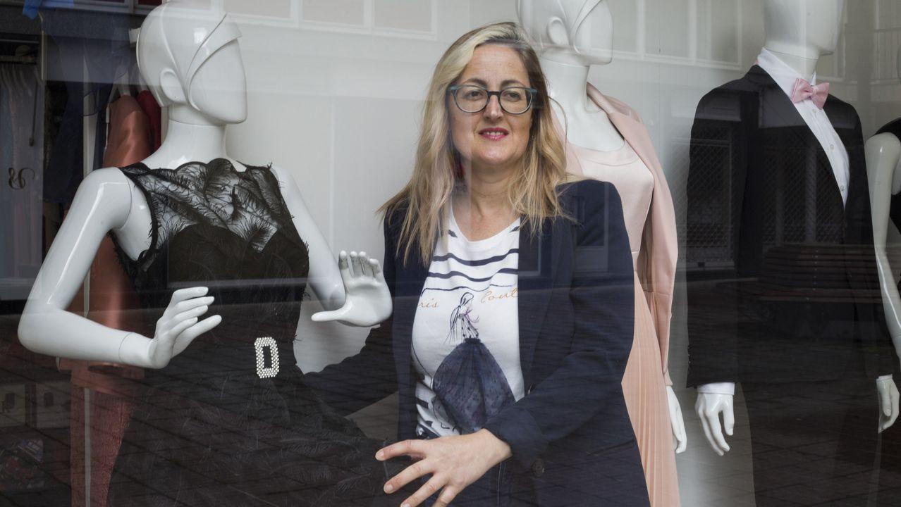 Un 30 % de lastiendas de Príncipe y Urzaizya han abierto o se preparan para levantar la verja el lunes.El Zara de Juan Flórez en A Coruña, esta mañana