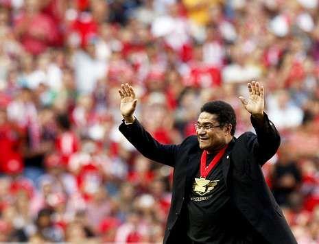 La emoción de Luis Suárez.Eusebio recibió un cálido homenaje del público lisboeta en el año 2009.
