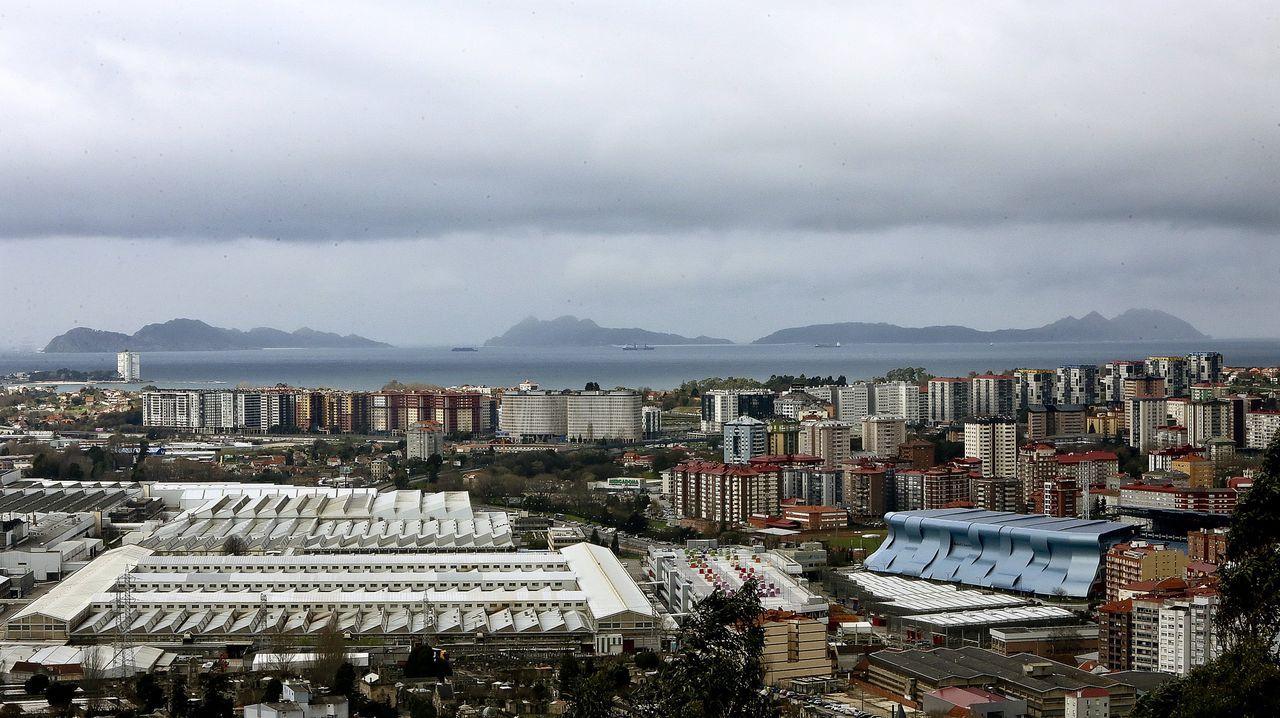 La crisis del covid afecta a todas las actividades comerciales.Tienda Bershka del grupo Inditex en Oviedo. El grupo cerrará este local dentro de su plan de reestructuración