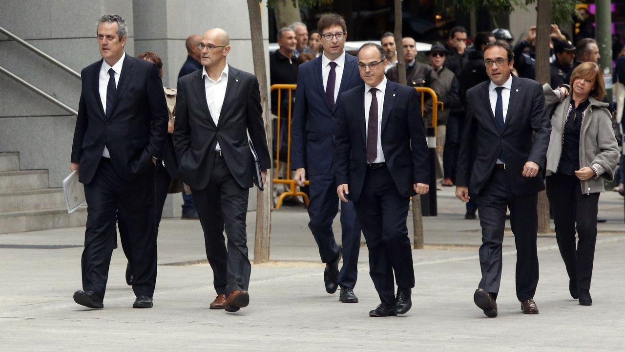 Mimebros del parlament y consellers de la Generalitat llegando a la Audiencia Nacional el 2 de noviembre del 2017.