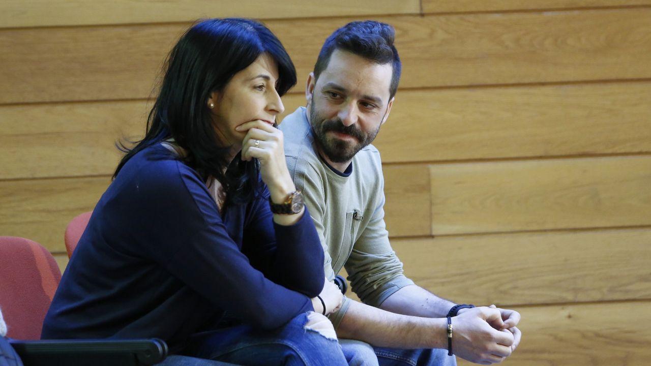 Los padres de Julia, en un pleno del Parlamento gallego