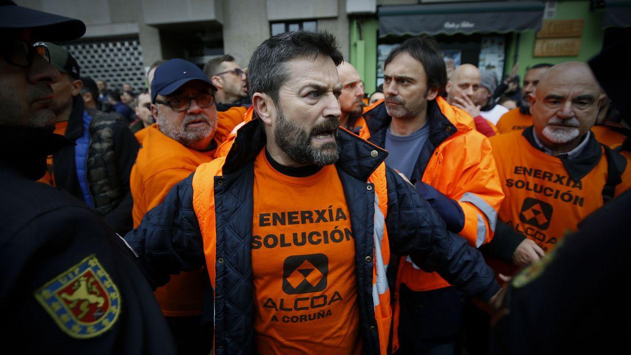 Reunión comité de Alcoa San Cibrao con alcaldes.Manifestantes de Alcoa en Madrid