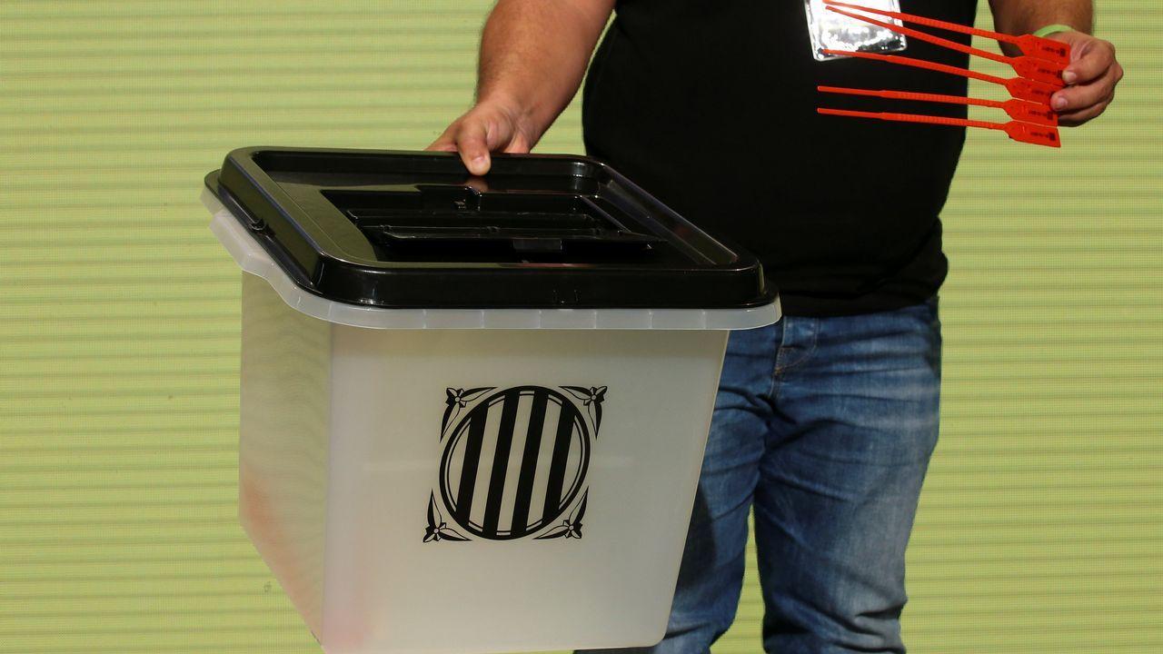 Así son las urnas del 1-O: contenedores sellados con bridasrojas