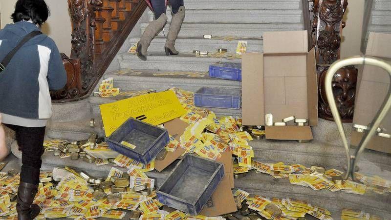La desolación se apoderó ayer de las trabajadoras de Alfageme al conocer que el concurso público había quedado desierto.