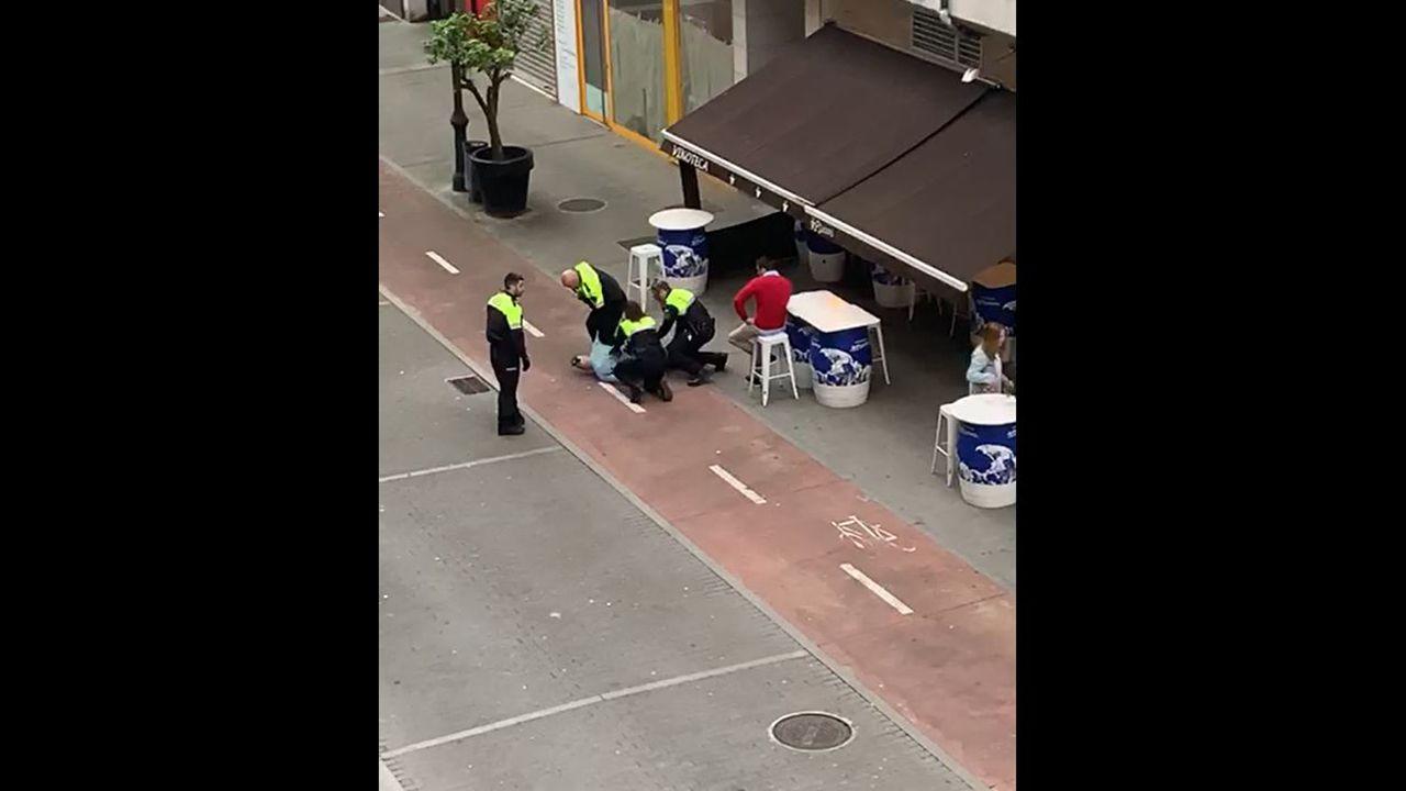 Efectos intervenidos en la operación.La Policía Local de Castrillón reduce a un hombre ebrio que causaba problemas en un local de Piedras Blancas durante la fase 1 del desconfinamiento