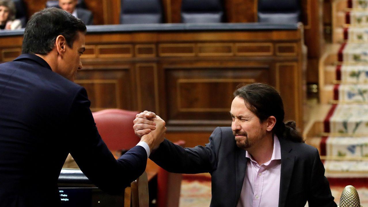 Pedro Sánchez, Pablo Iglesias y el resto del Gobierno entran a la Moncloa tras la foto de familia