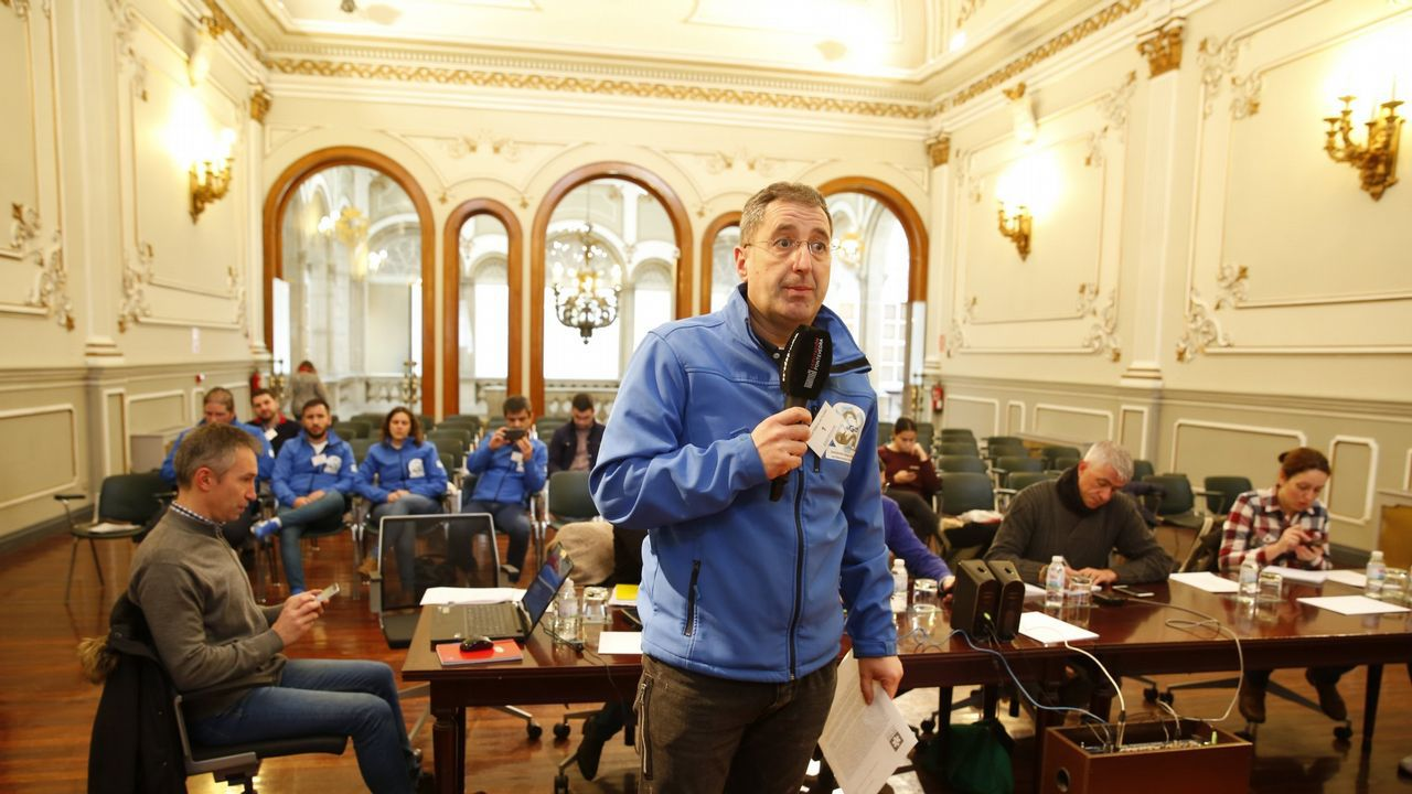 Frialdad en la sede del PP.Díaz Mouteira en una reciente visita a Parada de Sil