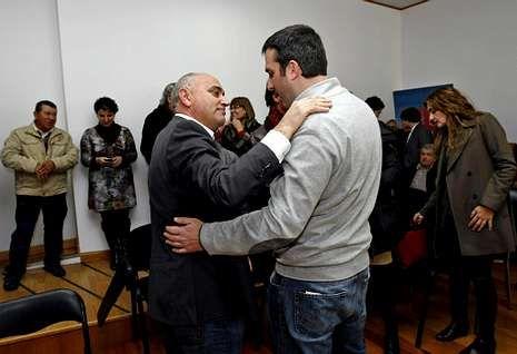 Odón Elorza pide libertad de voto sobre la Ley de Abdicación.Agustín Fernández y Jesús Gómez Arias, el pasado 30 de noviembre, tras el congreso local.