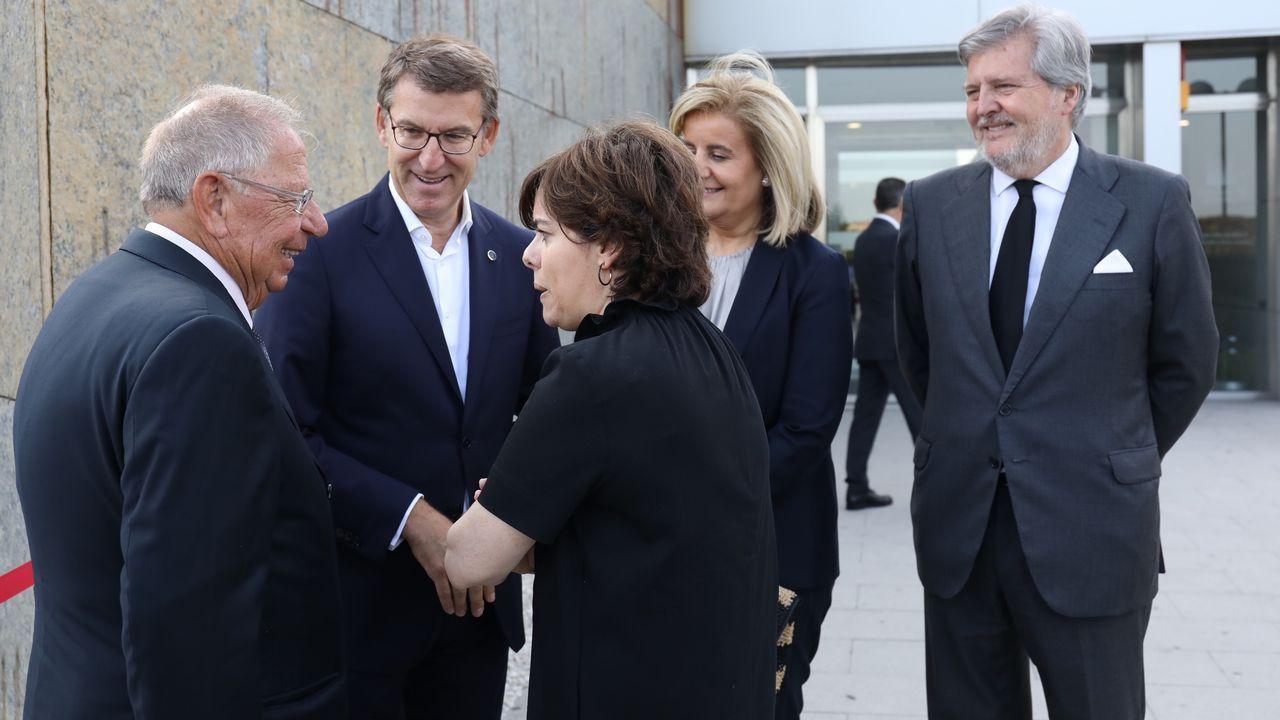 Feijoo junto a Soraya Sáenz de Santamaría, Fátima Báñez, Íñigo Méndez de Vigo y Dositeo Rodríguez.