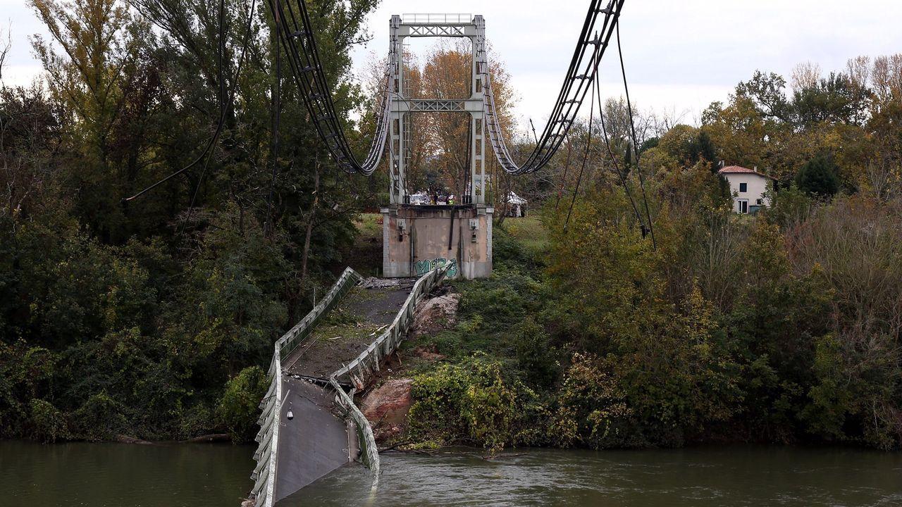 El puente colgante  de Mirepoix sur Tarn, cerca de Toulouse, de estructura metálica, fue construido en 1935