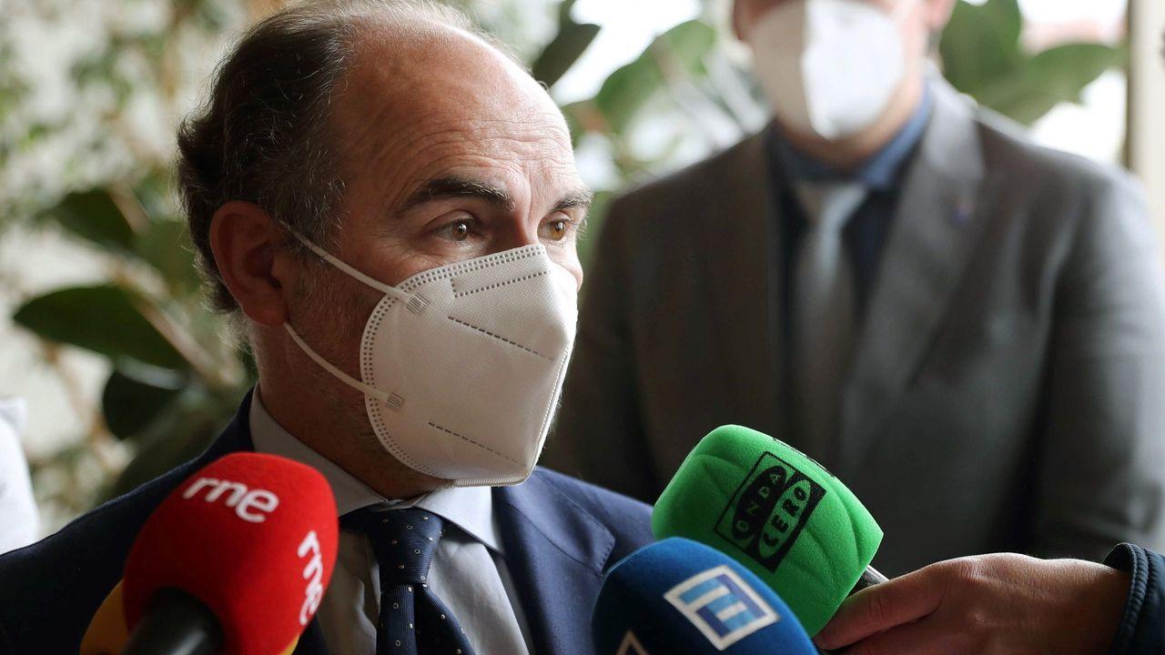 Concentraciones contra la vilencia machista en Asturias.El rector de la Universidad de Oviedo, Ignacio Villaverde