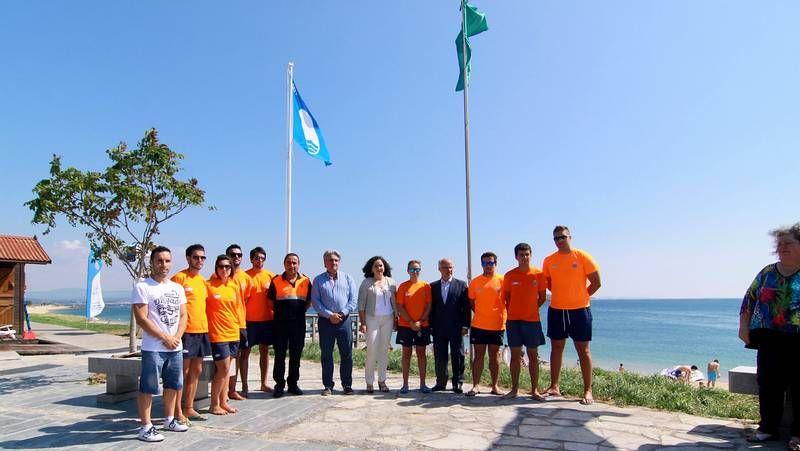 Nueva concentración en el colegio de O Pino.Do Campo presentó ayer el plan de mejoras al alcalde de Santa Comba.