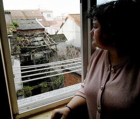 María del Mar tiene una vivienda con vistas a varias casas ruinosas.