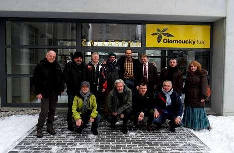 El bolso de la Gioconda.Un grupo de profesores del CIFP A Xunqueira, el pasado enero, en Olomouc (República Checa).