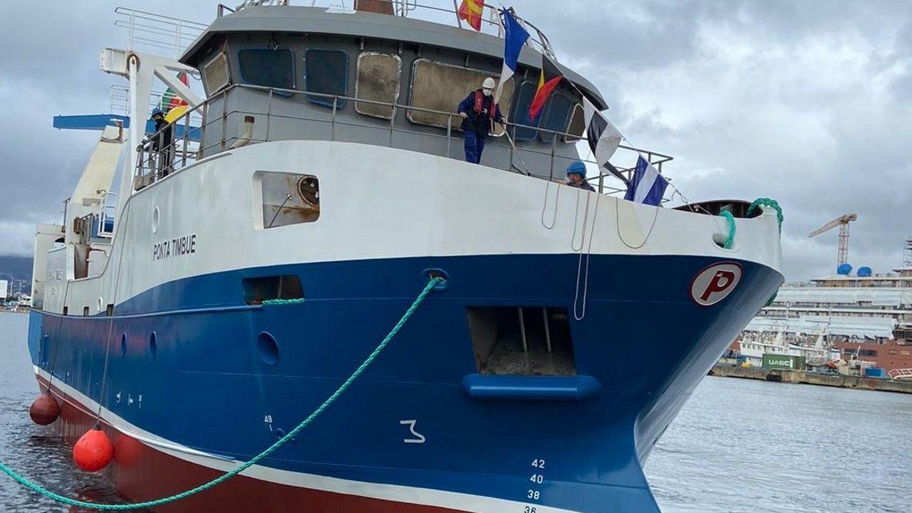 Lo nunca visto de un barco de Gran Sol en 46 fotos.Muthemba, en una visita a Galicia cuando era ministro de Pesca de Mozambique, durante un encuentro con la entonces conselleira de Pesca, Carmen Gallego