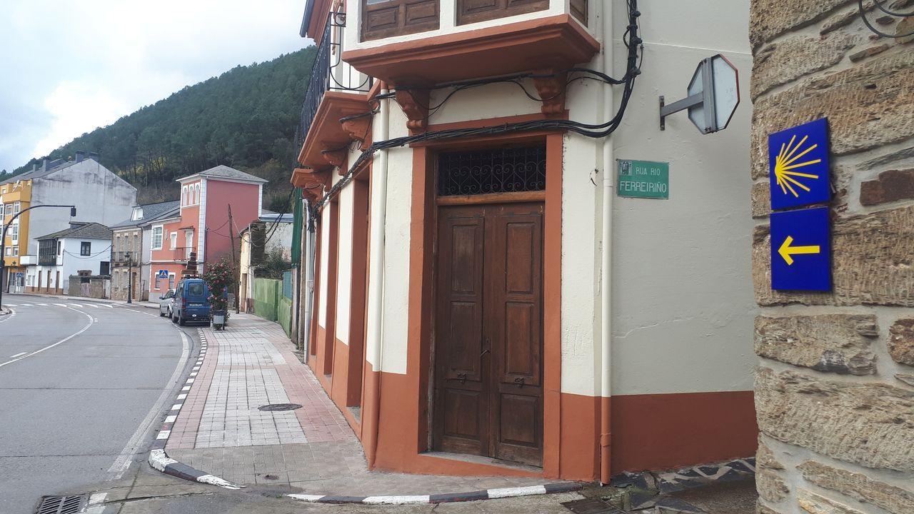 En el casco urbano de Quiroga ya se ha instalado la nueva señalización del Camino de Invierno