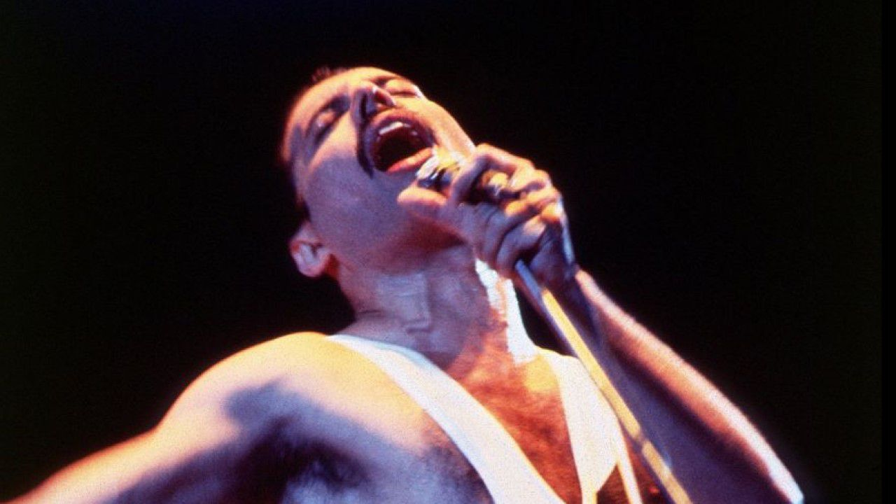 «Bohemian Rhapsody» de Queen.Fotograma de la serie de YouTube «Cobra Kai», hasta el momento su producción más exitosa