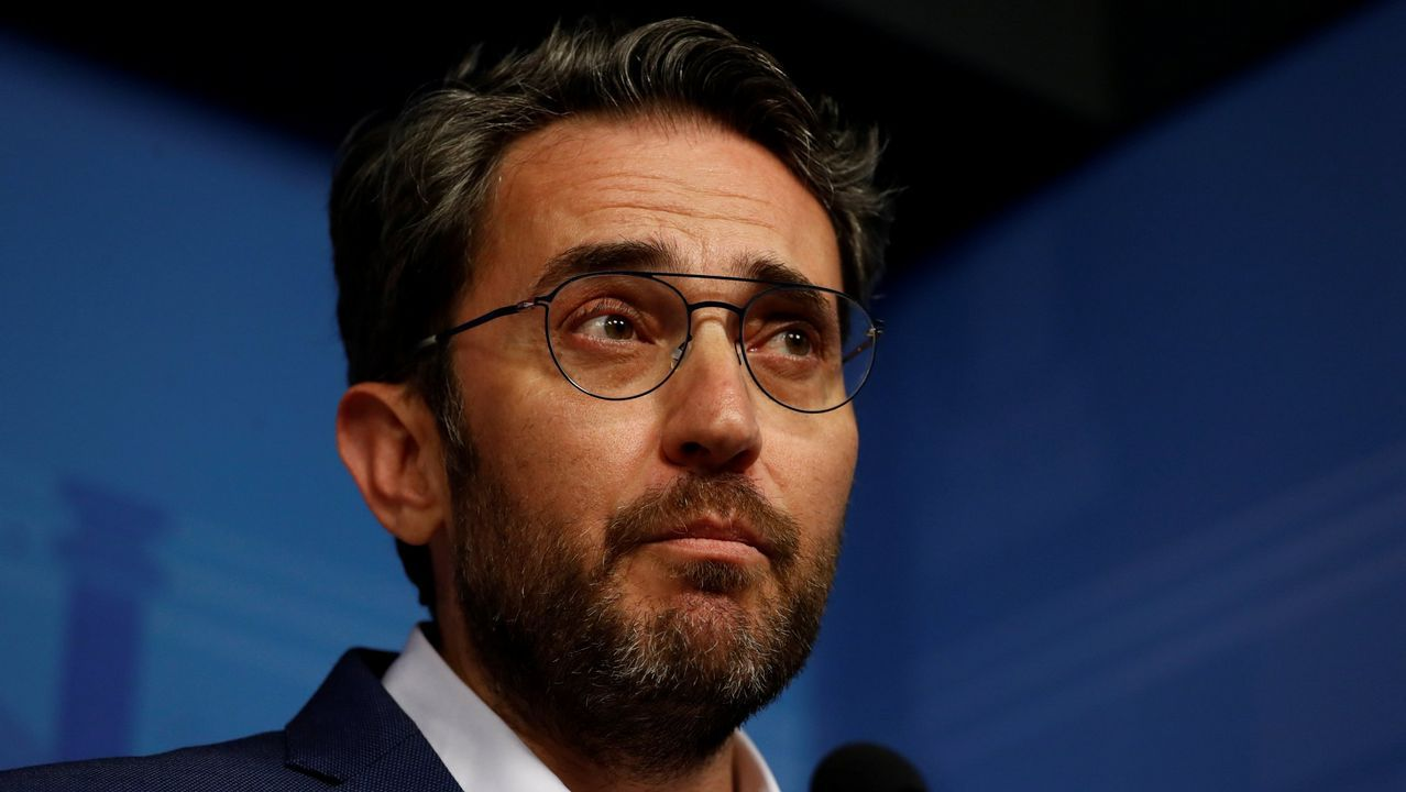 Montón dimite por las irregularidades de su máster.El Gobierno de Pedro Sánchez, con Huerta y Montón, tras  tomar posesión el pasado 7 de junio