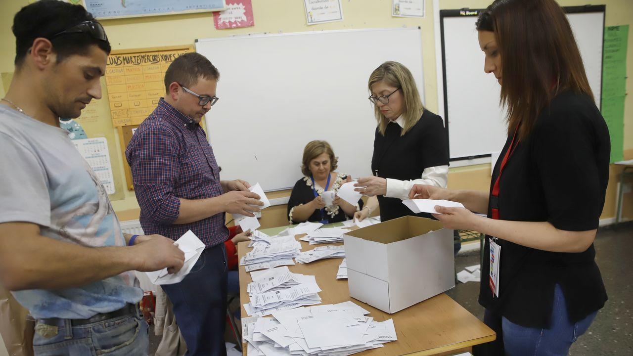Reunimos a los candidatos a las elecciones municipales en Santa María A Nova.Pombar, en el 2002 en Ribeira, detenido por la operación Candil