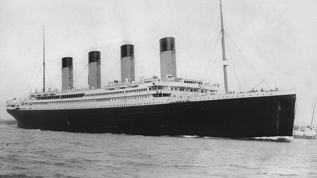 «En el corazón del naufragio». Movistar + estrena esta jueves 28 de enero un nuevo documental sobre el Titanic, presentando por el director James Cameron, que se centra en el deterioro progresivo que están sufriendo los restos del barco debido a las bacterias que se comen el hierro