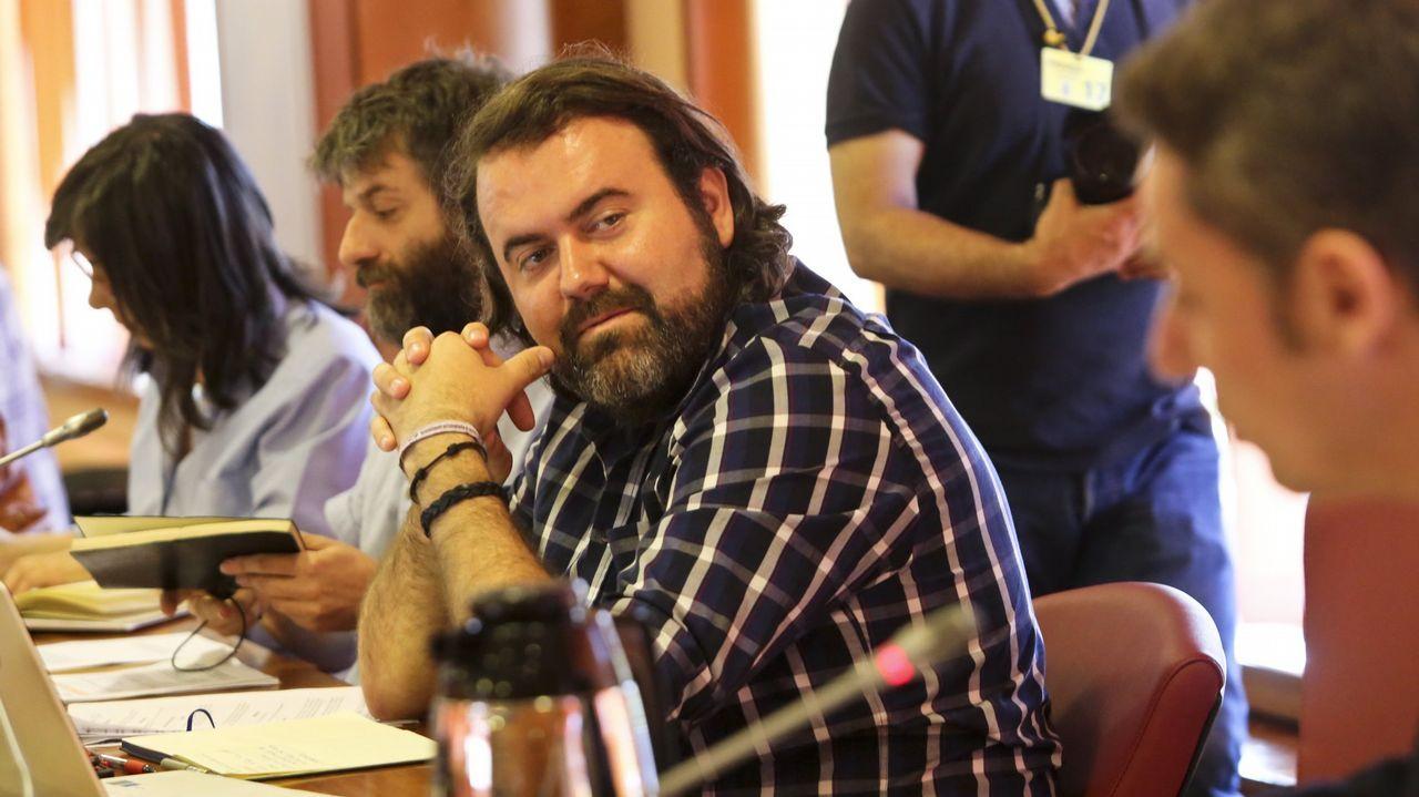 Errejón deja su escaño en el Congreso de los Diputados.Aurelio Martín y Suárez del Fueyo durante una reciente reunión sobre memoria histórica